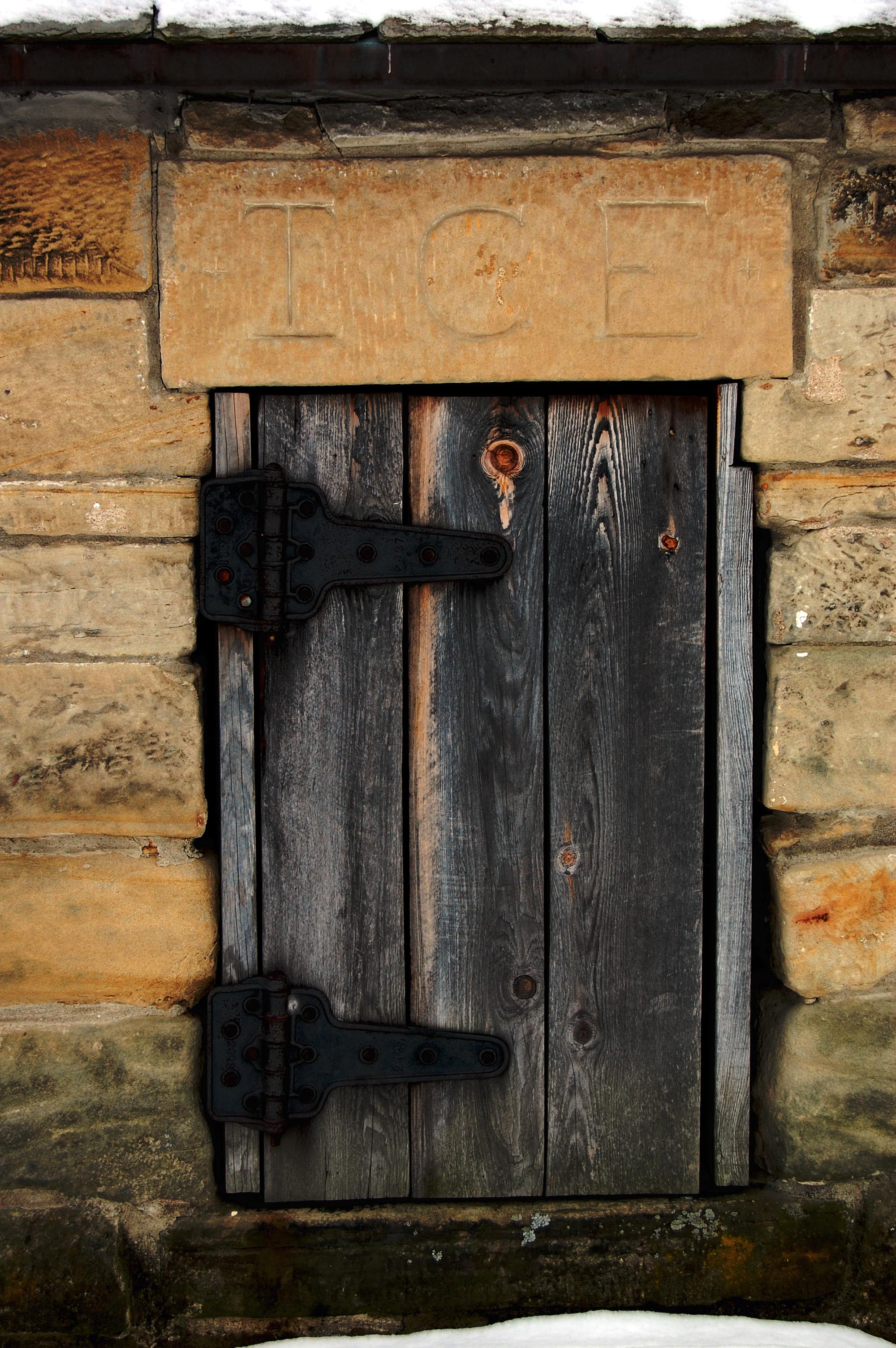 """""""door ice959"""" (c) Dawn Eves"""